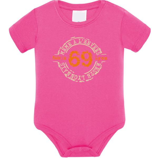 """Body bébé """"69 même à l'envers reste lyonnais"""" couleur fushia"""