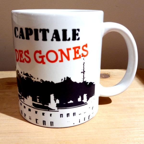 Mug illustré par la Tribu des Gones, titré Lyon avec vue des monuments du Vieux-Lyon, vue gauche