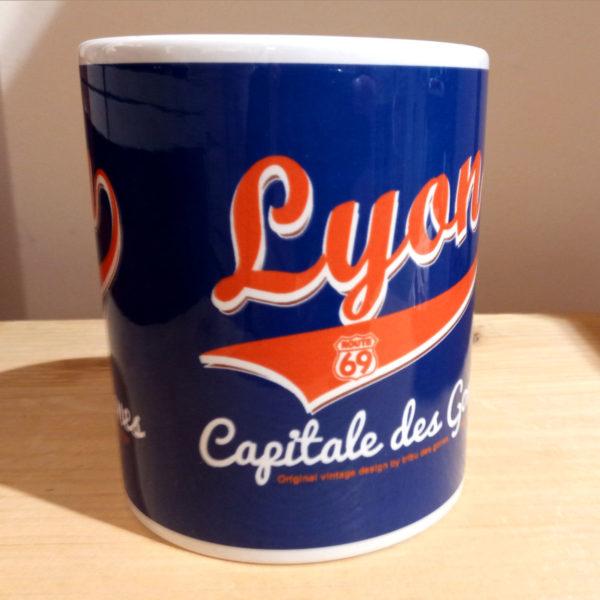 Mug illustré par la Tribu des Gones, Titré Lyon Capitale des Gones, vue face