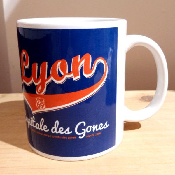 Mug illustré par la Tribu des Gones, Titré Lyon Capitale des Gones, vue gauche
